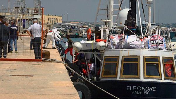 Eleonore: sbarcano i migranti, nave sequestrata