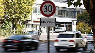 """Deputati bavaresi """"rischiano il carcere"""" per non applicare divieto di circolazione ai diesel"""