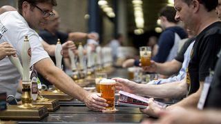 """Efes, """"Zilli Sally"""" ve """"Delikanlı Henry"""" biralarının üretimini gelen tepkiler üzerine durdurdu"""