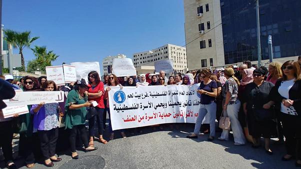 مظاهرة أمام مقر مجلس الوزراء الفلسطيني رام الله