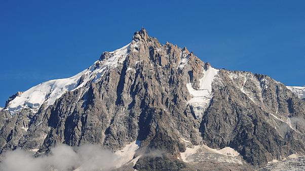Brite schleppt 26 kg Fitnessgerät auf Mont-Blanc - und lässt es stehen