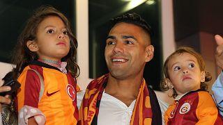 Galatasaray'ın transferi için görüşmelere başlandığını duyurduğu Kolombiyalı futbolcu Radamel Falcao, eşi ve çocukları ile İstanbul'a geldi. ( Mehmet Eser - Anadolu Ajansı )