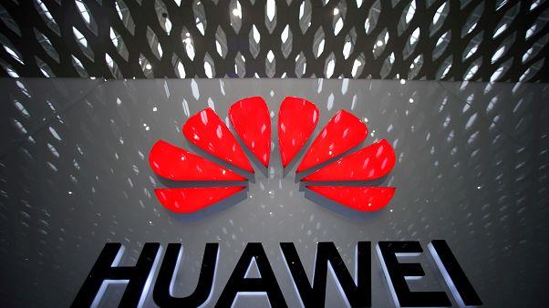 شعار لشركة هواوي في مطار شنزهن الدولي بالصين 22 يوليو 2019