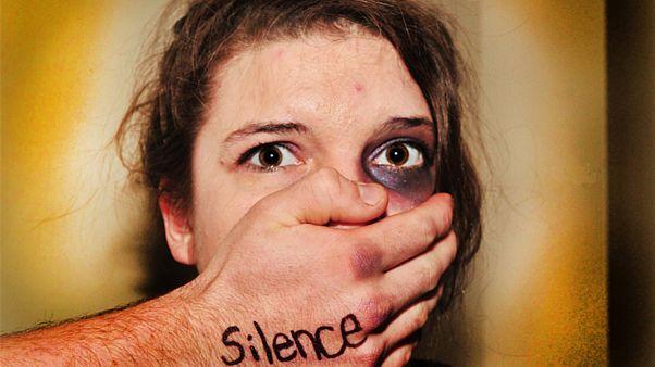 یکصد زن قربانی خشونتهای خانگی؛ دولت فرانسه کنفرانس ویژه برگزار میکند