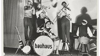 Yoga und andere Aktivitäten: Berlin feiert 100 Jahre Bauhaus