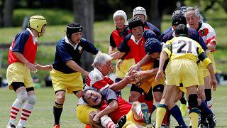 شاهد: فريق الركبي للمسنين باليابان ومهاجمهم صاحب ال86 عاما