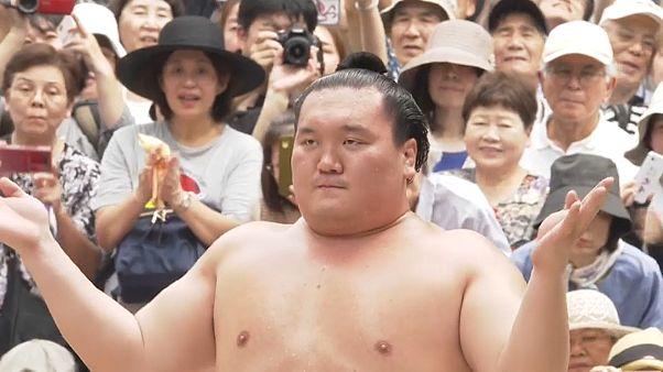 Легендарный сумоист Хакухо стал японцем