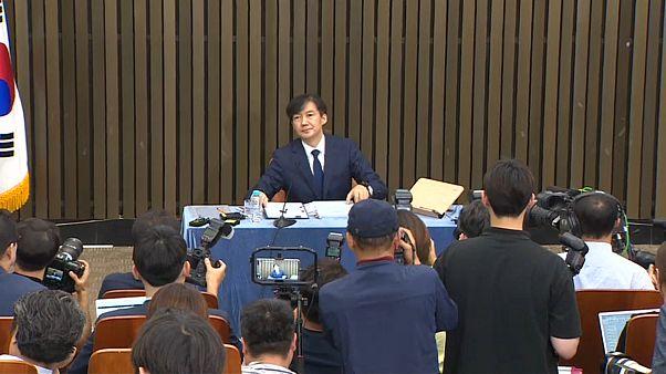 Güney Koreli siyasetçi torpil iddialarına açıklık getirmek için gazeteciler önünde 11 saat ter döktü