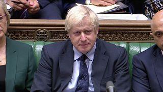 Der britische Premierminister Boris Johnson spricht im Parlament in London.