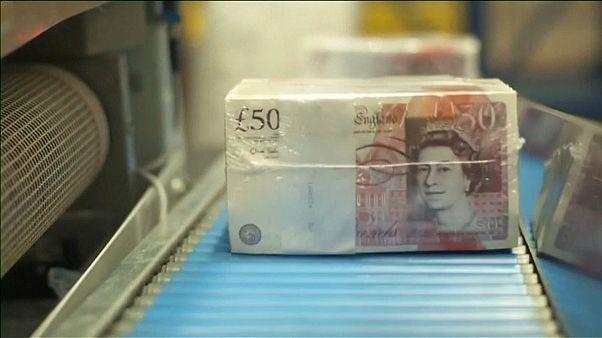 La libra esterlina vuelve a caer ante el sinvivir británico