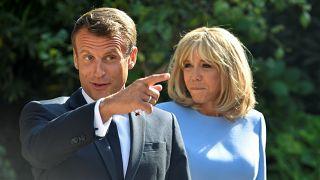 الرئيس الفرنسي إيمانويل ماكرون وزوجته بريجيت ماكرون في المنتجع الصيفي للرئيس لقلعة بريجانسون على ساحل البحر المتوسط، بالقرب من قرية بورميس لي ميموساس، فرنسا 19 أغسطس 2
