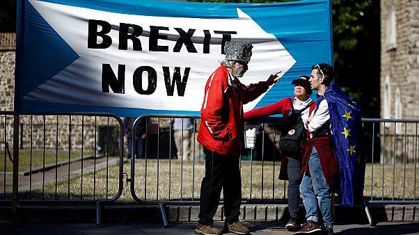 Brexitpárti és brexitellenesek beszélgetése Londonban