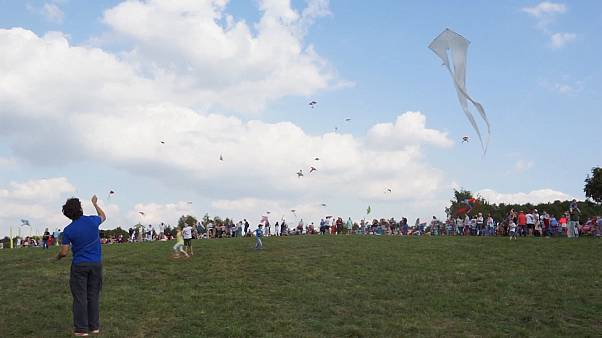 Kite festival fun in Russia despite lack of strong winds