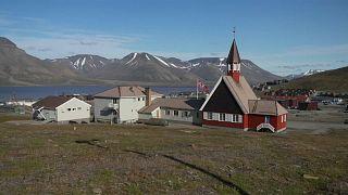 Degelo ameaça cemitério da vila mais a norte do mundo