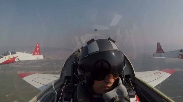 Türkischer Verteidigungsminister fliegt im Luftwaffen-Jet über Ägäis