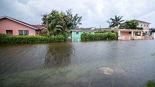 Előtte-utána képek a Bahamákon pusztító hurrikán nagyságáról