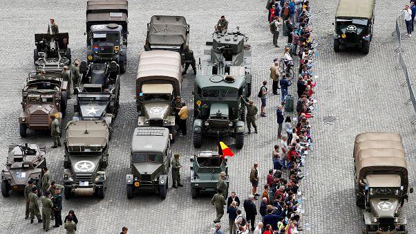 ویدئو؛ رژه خودروهای زرهی قدیمی در بروکسل