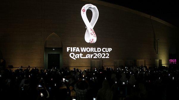 شاهد: بتصميم يستوحي رمزية عربية قطر تكشف شعار كأس العالم لكرة القدم 2022