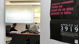 Fransa'da kadına şiddet uygulayan erkeklere elektronik bileklik takılacak