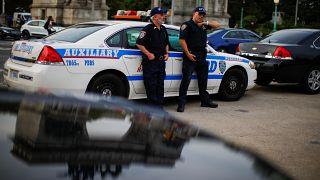 توجيه اتهامات لمراهق قتل خمسة من أفراد أسرته وأتصل بالشرطة