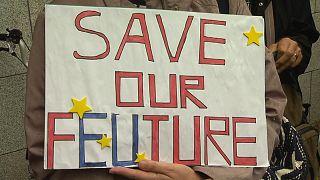 Kuzey ile Güney arasında yeniden sınır istemeyen İrlandalılar Dublin'de Brexit'i protesto etti