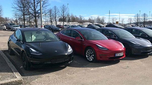 Vendas de carros elétricos caem em julho