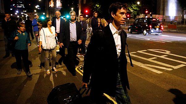 Rory Stewart távozik a Westminster-palotából, a brit parlamentből