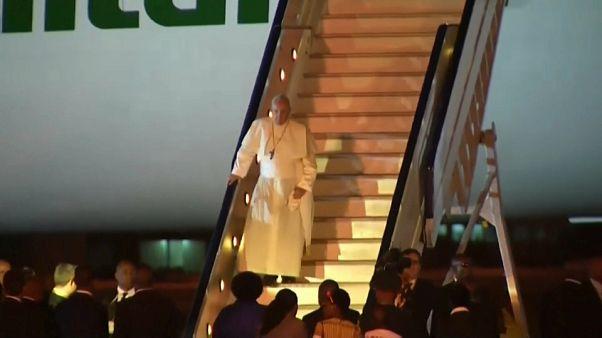Afrikareise: Papst landet in Mosambik