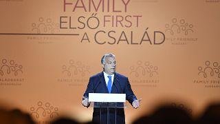 """Orbán: """"Célunk, hogy a gyerekvállalás növelje az életszínvonalat"""""""