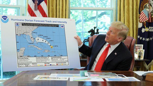 الرئيس الامريكي دونالد ترامب يتحدث عن مسار إعصار دوريان