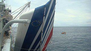 Empennage de l'A330 d'Air France qui s'est écrasé le 1er juin 2019 alors qu'il survolait l'océan Atlantique. Marine brésilienne, 9 juin 2009