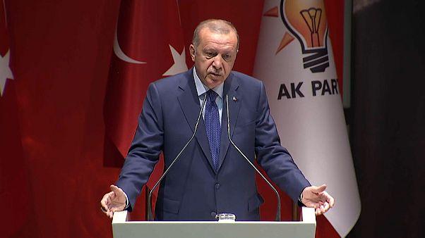 """Erdogan all'Unione Europea: """"Zona di sicurezza in Siria o aprirò le porte ai rifugiati"""""""