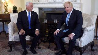 """Johnson zu Pence: """"Wir wollen Eure Chlorhühnchen nicht!"""""""