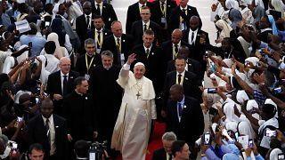 El Papa es recibido en el pabellón de Maxaquene en Maputo