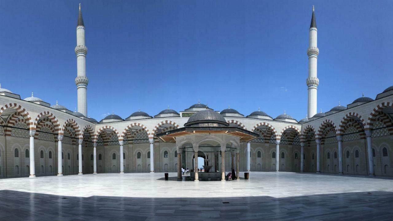 چاملیجا یا «مسجد اردوغان» بر بام استانبول