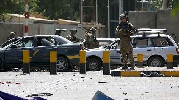 أفغانستان: عشرة قتلى و42 جريحاً في تفجير انتحاري.. والمبعوث الأمريكي يعود للمفاوضات