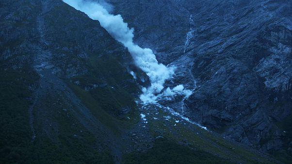 Nach 16 Evakuierungen: Endlich Bergsturz in Norwegen