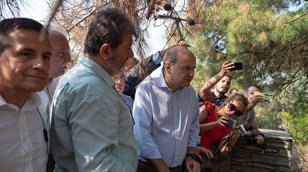 Ο υπουργός Περιβάλλοντος και Ενέργειας Κωστής Χατζηδάκης επισκέφτηκε το δάσος του Σέιχ Σου