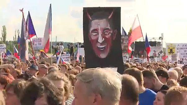 Bocsánatot kell kérnie a tüntetőktől a cseh miniszterelnöknek