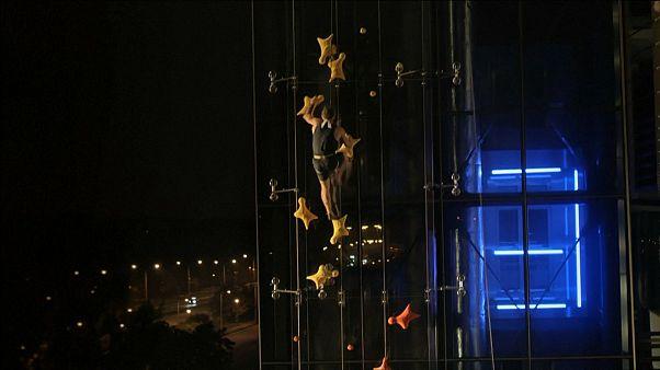 Bina tırmanışında asansöre meydan okudu: 12 saniyede 23 metre tırmandı