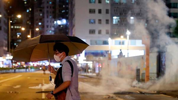 تصاویری از شلیک پلیس به معترضان در هنگ کنگ