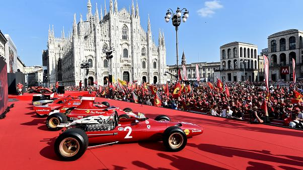 Ferrari-parádé Milánóban