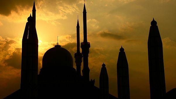 """باحث مسلم إندونيسي.. ممارسة الجنس دون زواج خلف أبواب مغلقة """"حلال"""""""