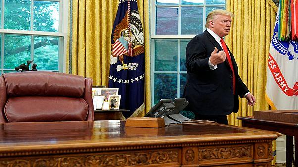جدل ترامب لا ينتهي بشأن مسلسل توقعاته والأعاصير