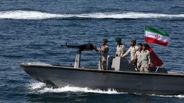 إيران تحتجز سفينة على متنها 12 فيليبينيًا في مضيق هرمز
