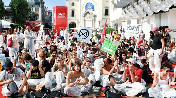 معترضان به تغییرات اقلیمی بر روی فرش قرمز جشنواره فیلم ونیز