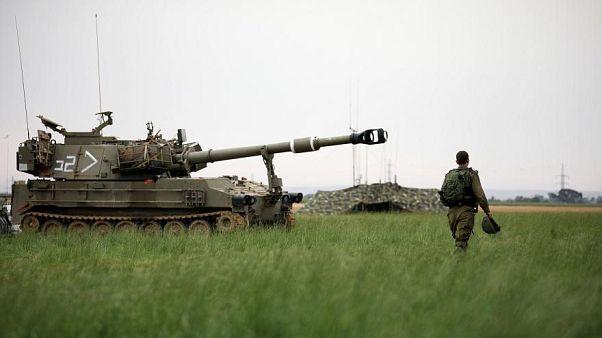 قصف إسرائيلي على غزة وإصابة اسرائيليين اثنين في عملية طعن في الضفة الغربية