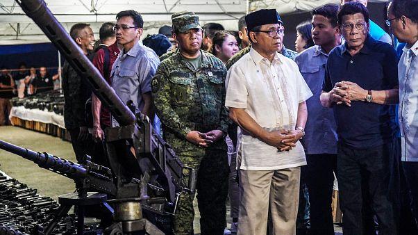 """مقاتلو """"جبهة تحرير مورو الإسلامية"""" يبدأون بتسليم سلاحهم في الفيليبين"""
