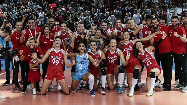 A Milli Kadın Voleybol Takımı, Avrupa Şampiyonası'nda finale yükseldi