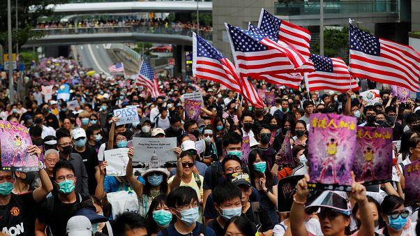 معترضان با خواندن سرود ملی آمریکا خطاب به ترامپ: هنگ کنگ را آزاد کن